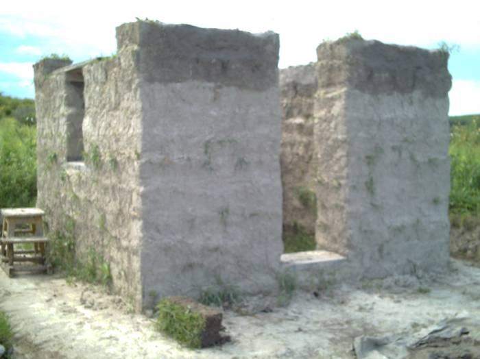 Поэтапное строительство домика из дерна
